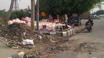 India,delhi,road,selling stuff
