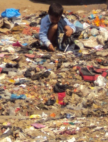 india,landfill,dump,garbage,can,rubbish,trash,waste,wastemanagement,recycling,alang,smoky mountains,rag pickers,poverty