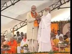 India,gurus,worshipping,yoga,hinduism,baba ramdev,amma,controversies,rapes,sri sri ravi shankar,bapuji,modi,Patanjali