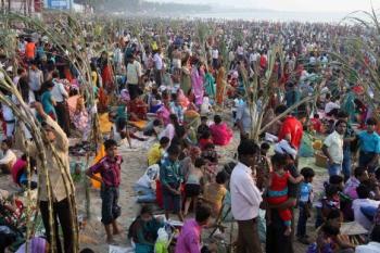 India,festival,hindu festival,hinduism,religion,Juhu beach,chhath puja,Surya,sun